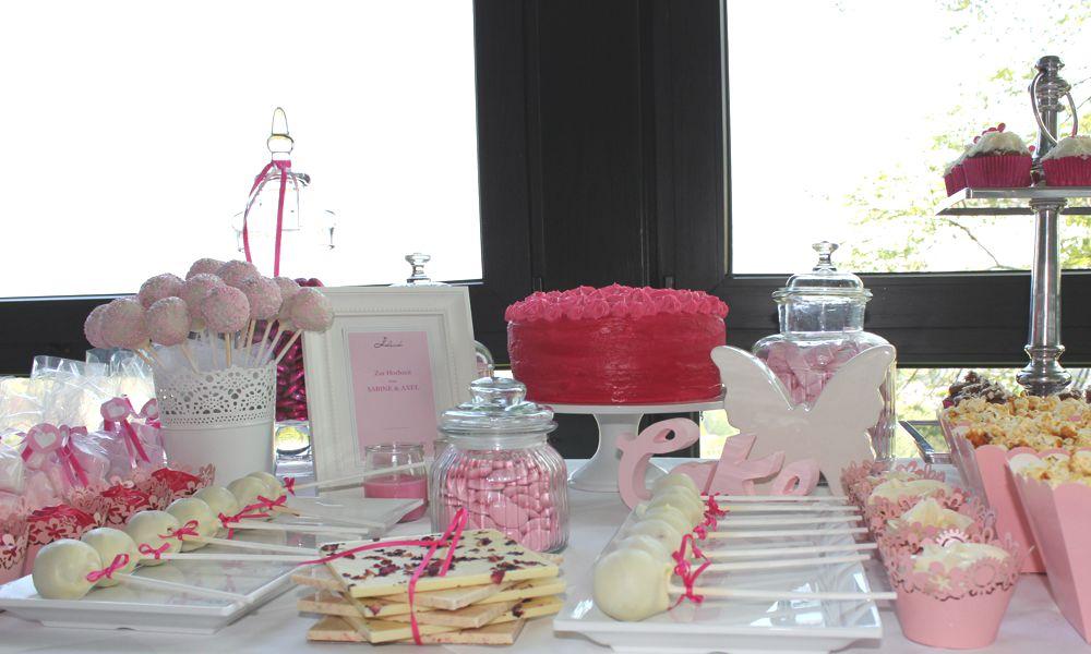 Ein beliebter Sweet Table - Hochzeitstisch in Pink