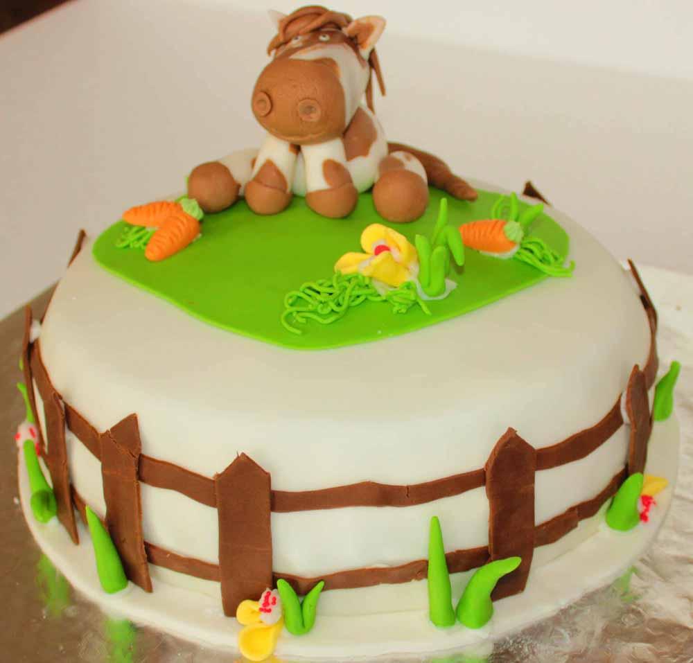 Pferdetorte I Auf Einer Geburtstagsparty Ohne Torte Gibt Es