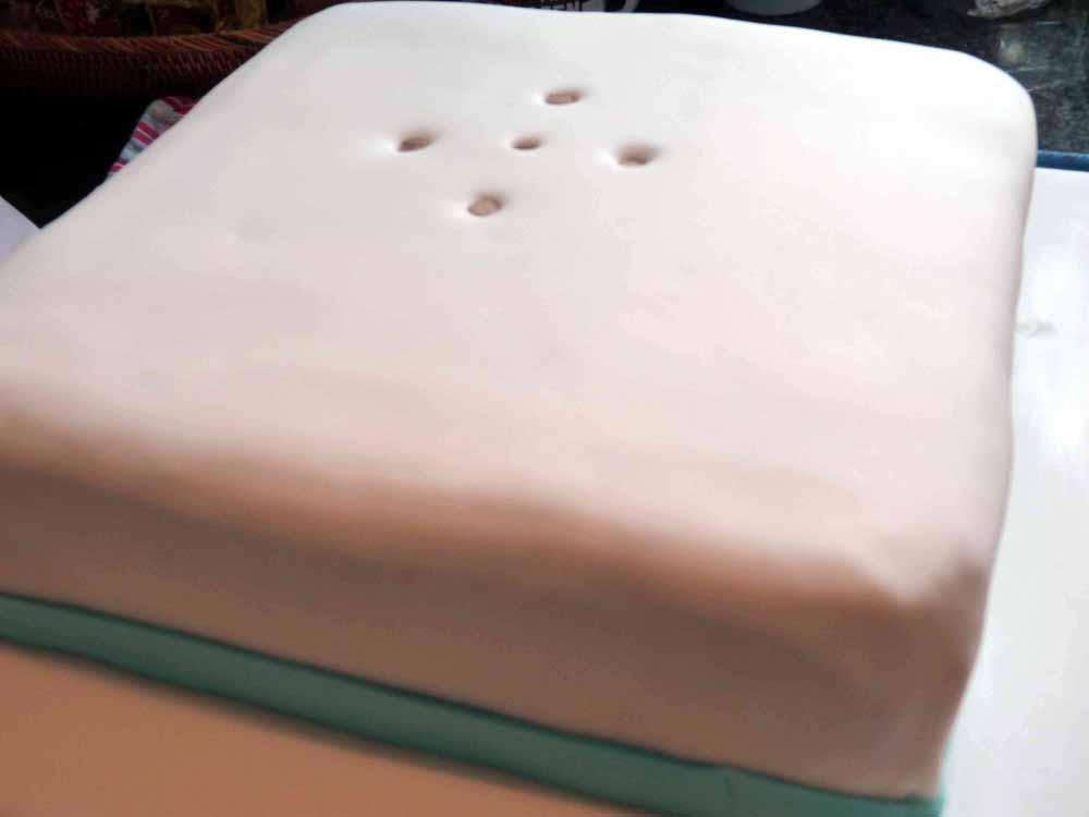 Tauftorte-stapeln-Fondant_torte
