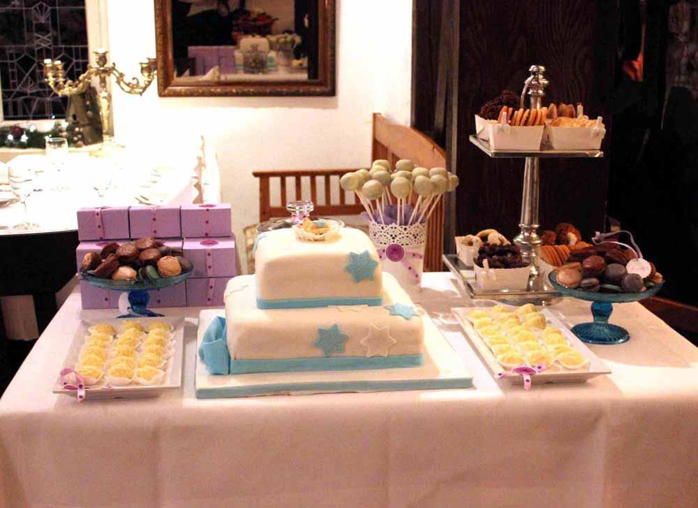 Ein sweet table fuer die Taufe