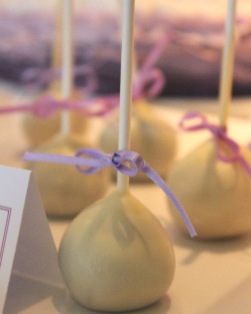 sweet_table_hochzeit_taufe_lila_lavendel_cakepops_1