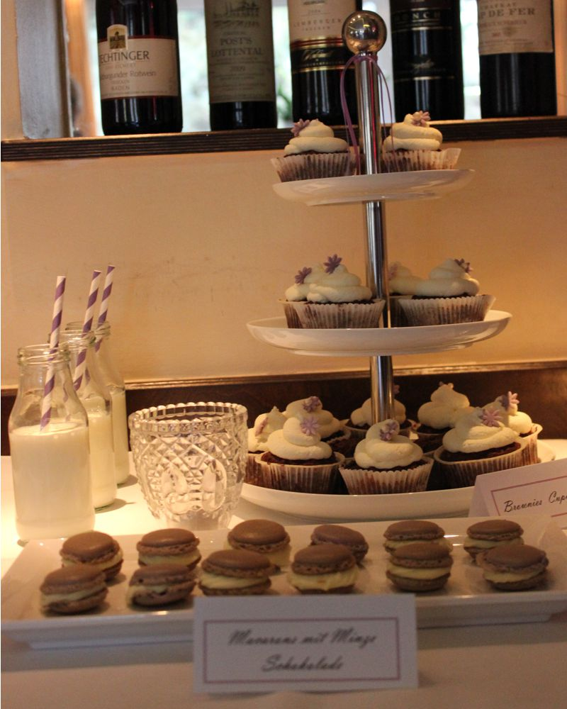 sweet_table_hochzeit_taufe_lila_lavendel_cupcakes_torte_9