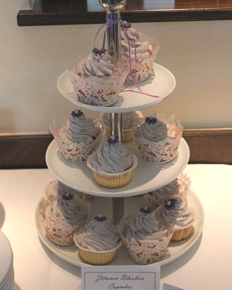 sweet_table_hochzeit_taufe_lila_lavendel_cupcakes_zitronen_blaubeer_1
