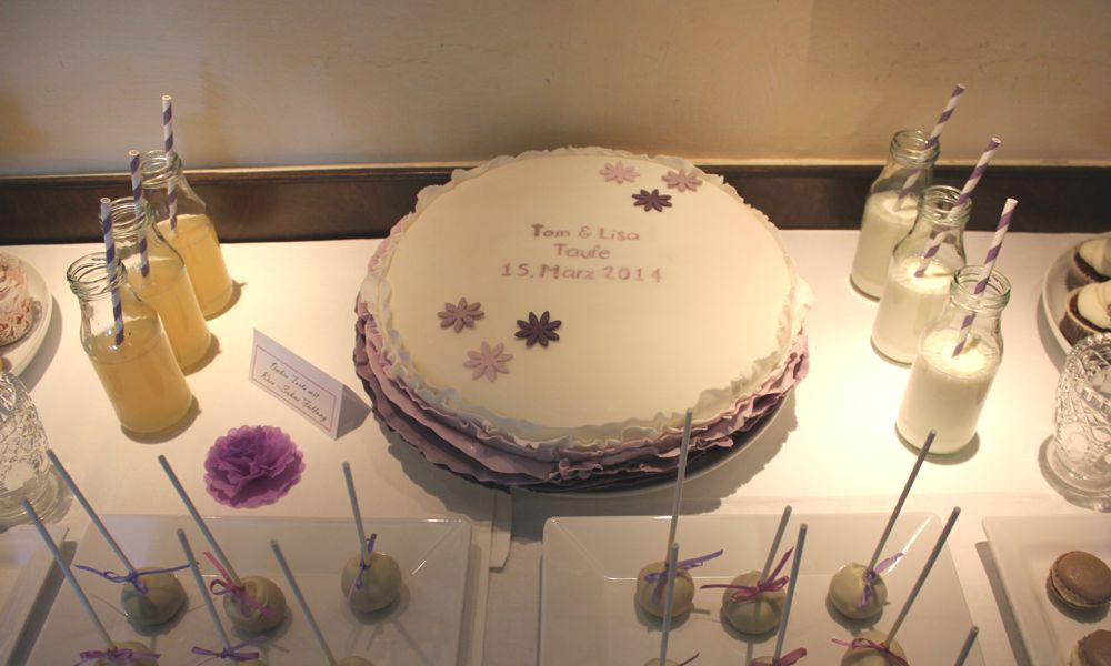 sweet_table_hochzeit_taufe_lila_lavendel_torte_ombre