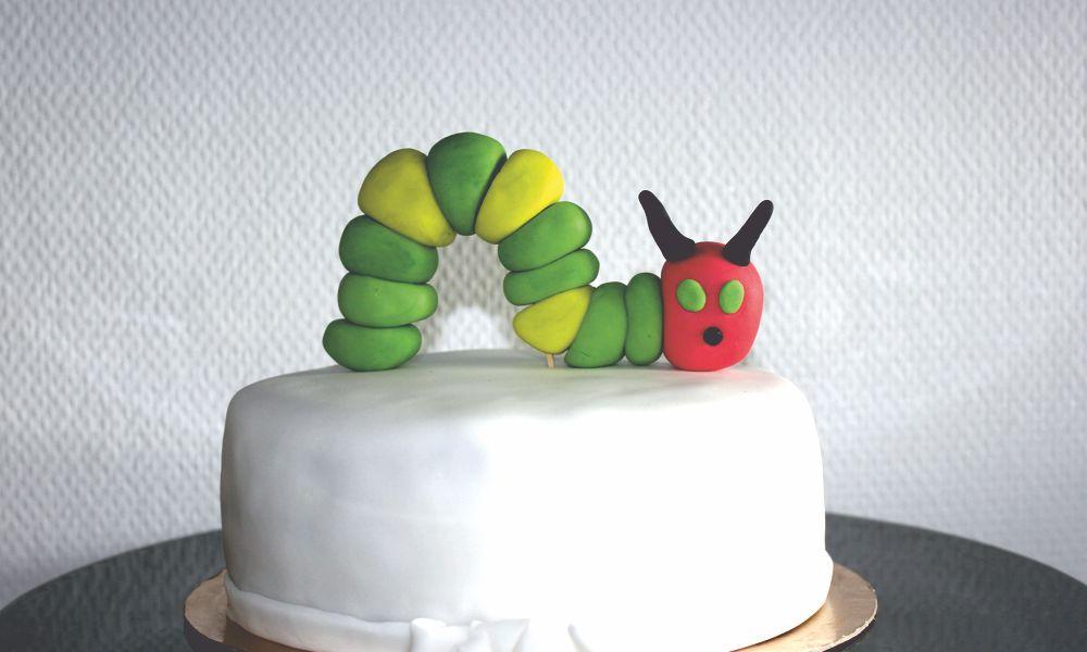 Torte mit Raupe Nimmersatt