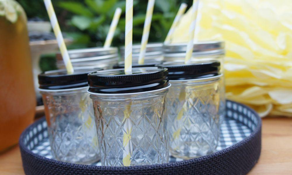 Ball Mason Jar Glas für eine Sommerparty im Garten