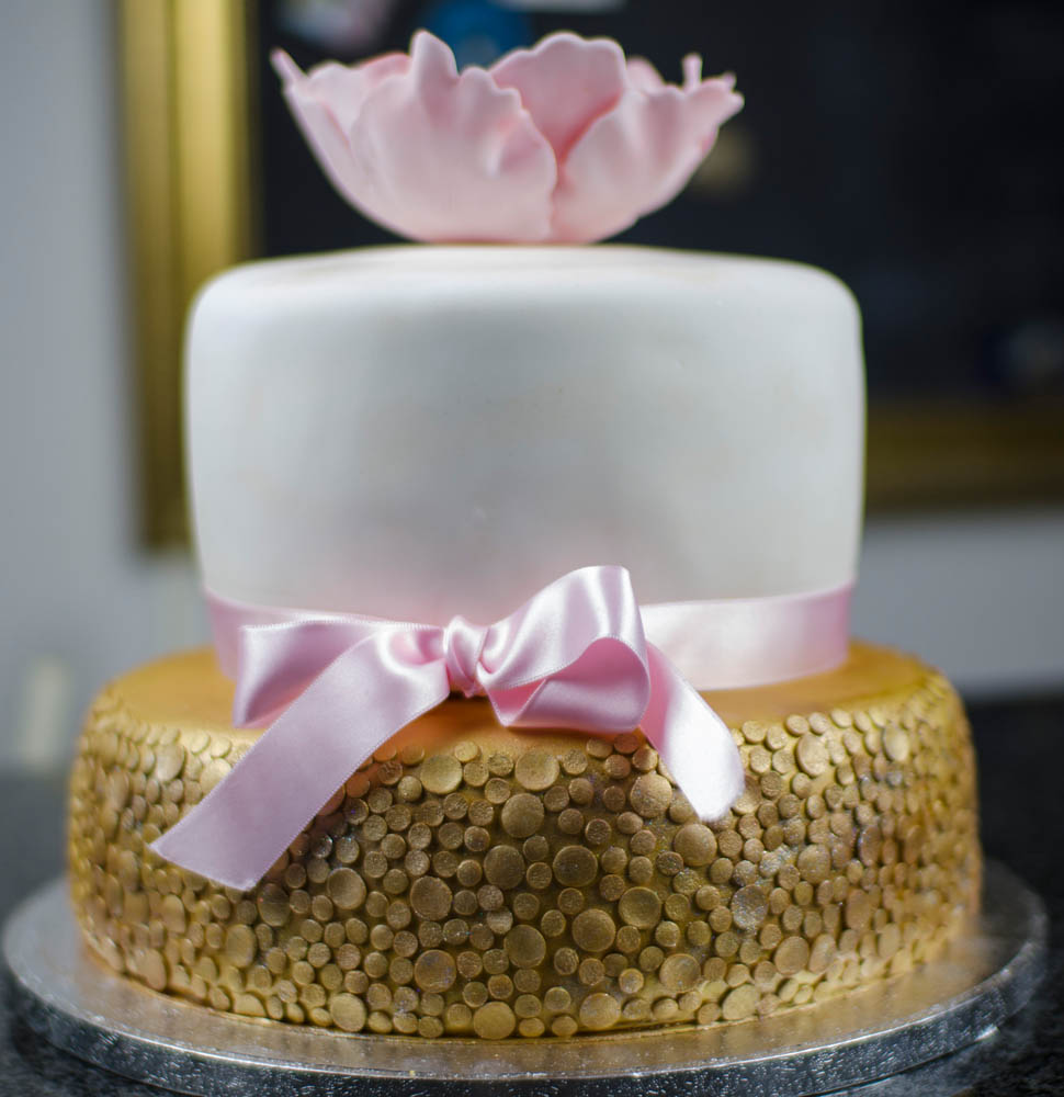 Wedding Cake In Gold Glitzer