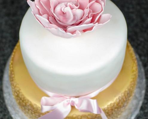 Hochzeitstorte weiß und gold Glitzer