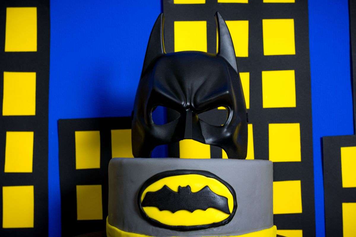 batman_party_gelb_schwarz_candy_bar_torte_maske