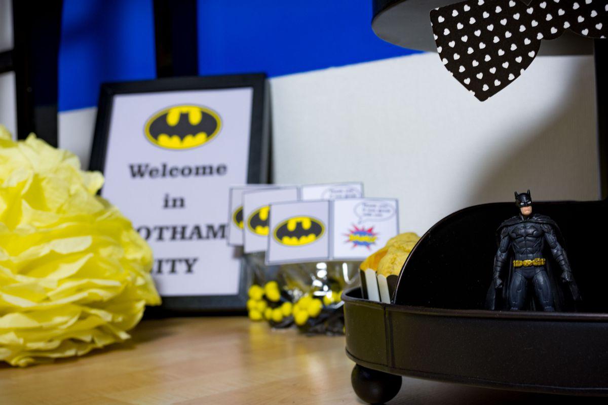 batman_party_gelb_schwarz_pompom_figur_candy_bar