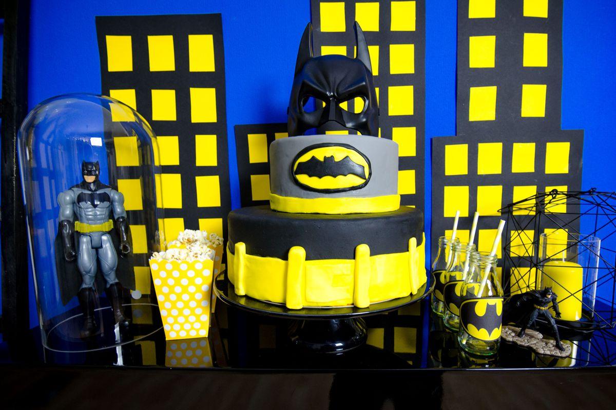 batman_party_gelb_schwarz_pompom_figur_candy_bar_torte