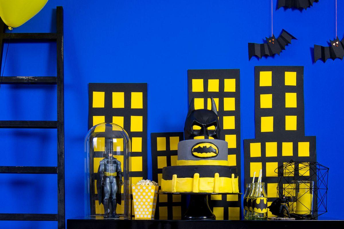 batman_party_gelb_schwarz_pompom_figur_candy_bar_torte_4