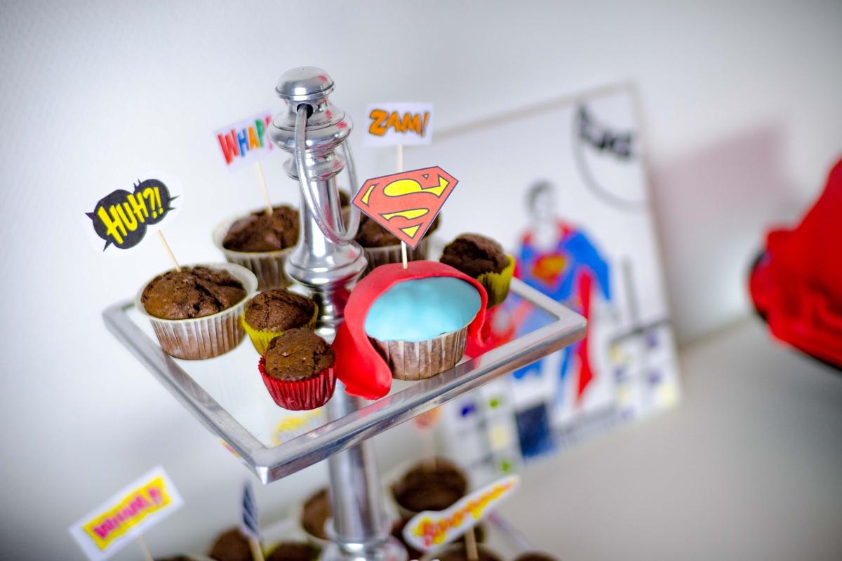 cupcakes_superhero_superman_comic_candybar