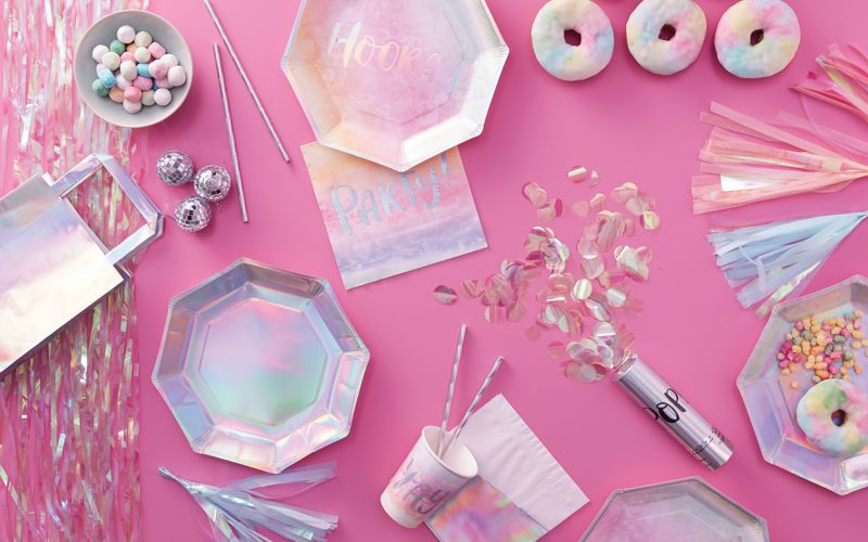 Geburtstagsdeko in Regenbogen Pastell in holografischen Design