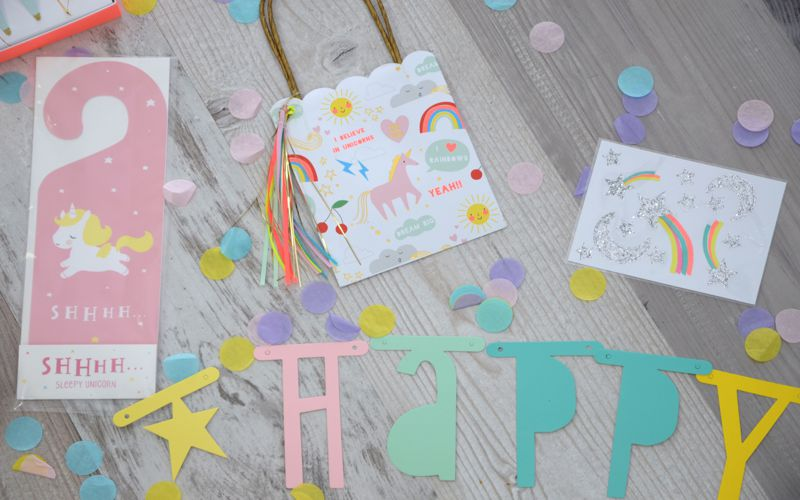 Türschild und Tüten als Give-aways in schönen Farben und Motiven