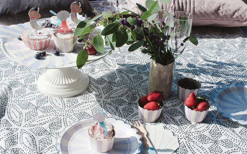 Picknick mit Meerjungfrau Deko und Obst