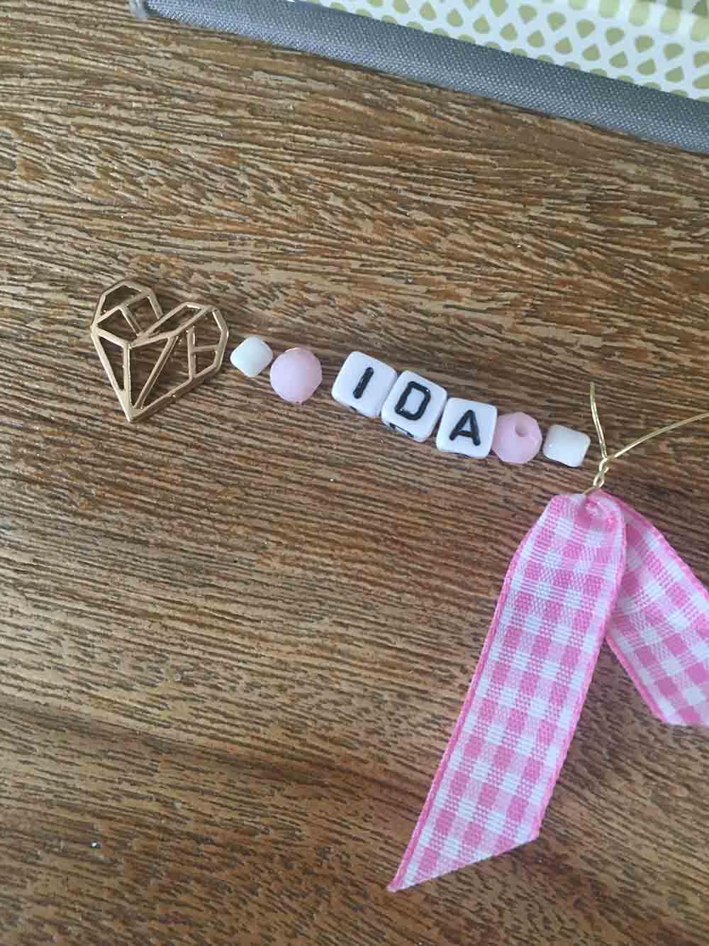 Kette mit Buchstaben Mädchen